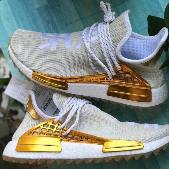 best service 87f32 f2773 Human Race off white and gold shoes Adidas Pharrel NWT